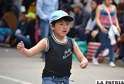 Entusiasta participación de un niño del Hogar Andreoli