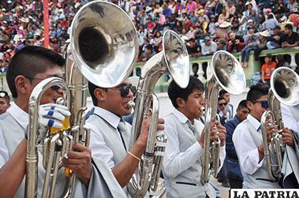 Magnífica presentación de los músicos de la Banda Huari