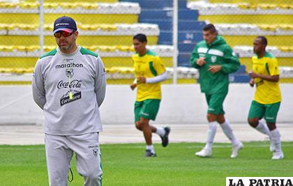 Baldivieso comenzó a delinear su equipo para el cotejo del martes /APG