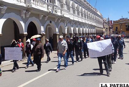 Los comerciantes de ropa usada piden diálogo al Gobierno