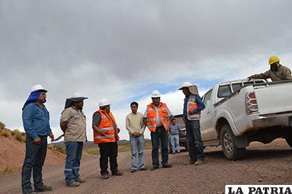 Inspeccionaron obras en la carretera Totora - Curahuara de Carangas