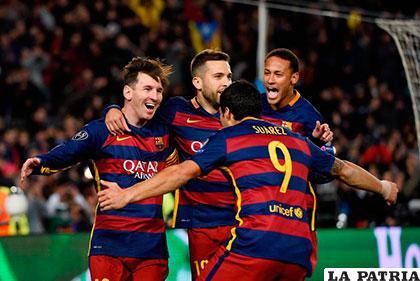 Festejo de los jugadores de Barcelona que golearon a Roma 6-1 /as.com