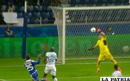 Error de Iker Casillas para la victoria de Dinamo Kiev (0-2) /foxsportsla.com