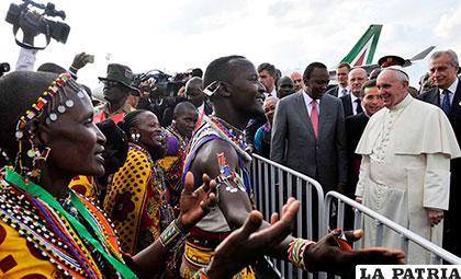 El Papa Francisco inició en Kenia su primera gira por África /t13.cl