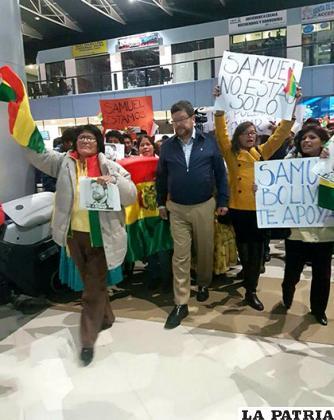 Samuel Doria Medina a su llegada al aeropuerto de El Alto