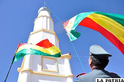 La tricolor nacional flameó en el Faro del Conchupata como la primera vez