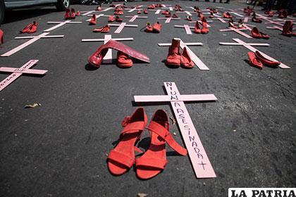 Cruces de protesta contra el feminicidio