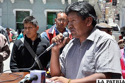 Gobernador Vásquez pide a comunarios de Uru Chipaya participar de su referendo