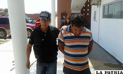 El marido golpeador es llevado a celdas antes de ir a Palmasola