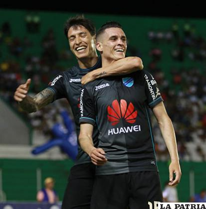 Juan Miguel Callejón celebra con Nelson Cabrera