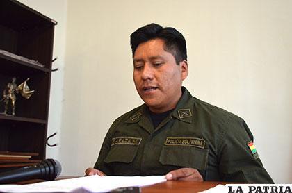 El director interino de la Felcc, capitán Santos Apaza