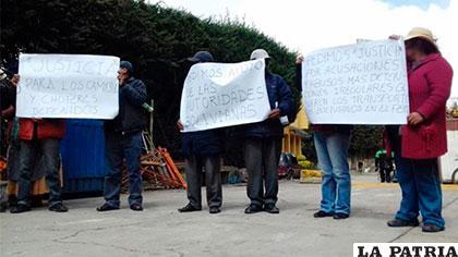 Los parientes de los camioneros salieron a protestar