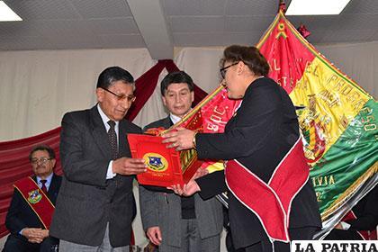 En la Sesión de Honor por la fundación de Oruro, se reconoció los méritos de los hijos de esta noble ciudad