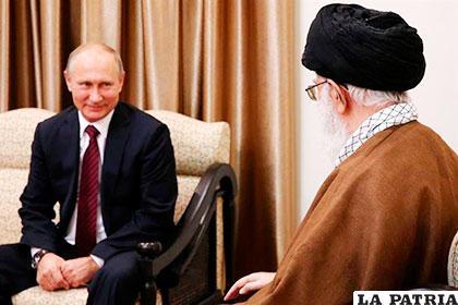 El presidente ruso Vladímir Putin y su homólogo iraní, Hasan Rohaní