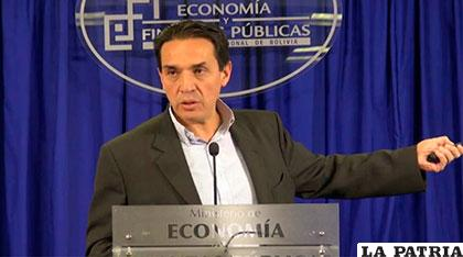 Ministro Guillén explica sobre el cobro de la póliza por desfalco /MEyFP