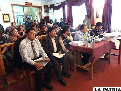 Informe presentado el pasado martes por el alcalde y parte de sus funcionarios