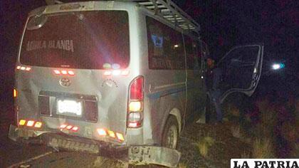 El minibús fue alcanzado por detrás