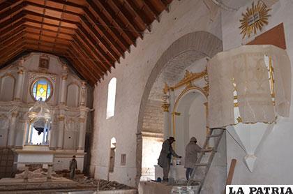 Trabajos de restauración en la iglesia de Paria