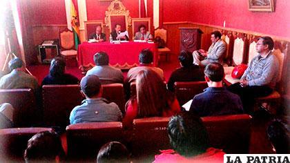 Reunión entre el alcalde, la gerencia y los trabajadores de EMAO