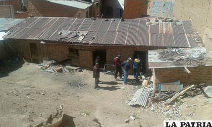 La casa abandonada donde murió el bebedor consuetudinario