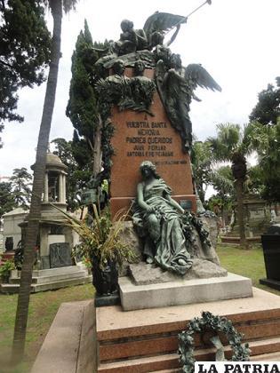 Monumentos funerarios para los seres queridos