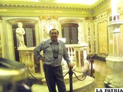 El autor de la nota durante la visita a Uruguay