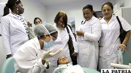 Más de ocho mil galenos cubanos estarían  abandonando Brasil el próximo año/ PROCESO.HN