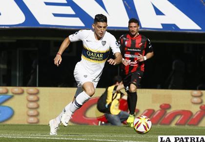 Cristian Espinoza con el balón, fue autor del único gol del compromiso /misionescuatro.com