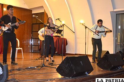 Tres grandes del charango en un solo escenario /LA PATRIA