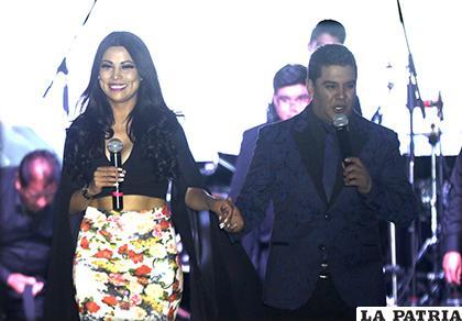Fabiola Gutierrez y Víctor Soria, los presentadores de la Pasarela de Tu Espacio