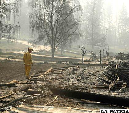 Las ruinas de una casa en California, tras el incendio/ ELNUEVODIA.COM