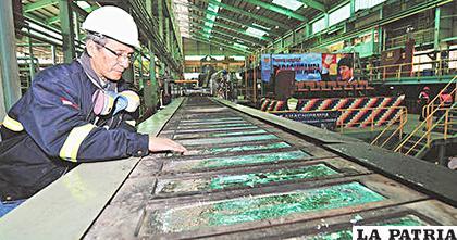 Eventualmente Karachipampa produce lingotes de plomo y plata