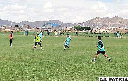 Una práctica futbolística exigente caracterizó la jornada de miércoles /Carla Herrera /LA PATRIA