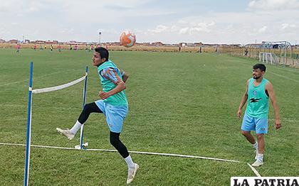 Barrera y Gomes durante la práctica de ayer /Carla Herrera /LA PATRIA