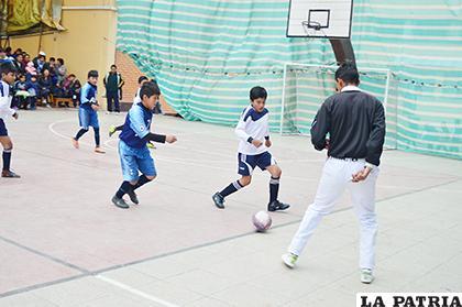 Buen nivel deportivo de los niños en el fútbol de salón  /Alex Zambrana /LA PATRIA