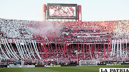 Hinchas aseguran que coparán gran parte del Monumental de Lima /glanacion.com