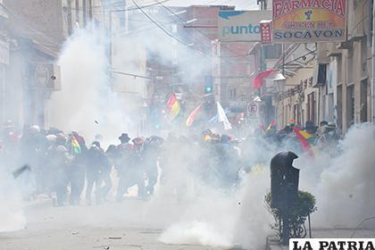 El gas dispersó a los manifestantes /LA PATRIA