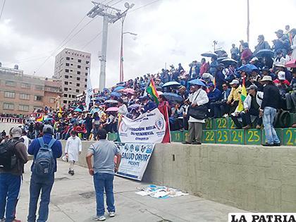 Sectores afines al MAS terminaron marcha en la Avenida Cívica /LA PATRIA