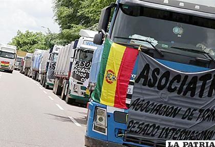 Transporte pesado cerrará desde hoy todas las fronteras del país /El Deber