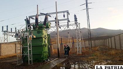 El transformador que sufrió serios daños en su estructura /LA PATRIA