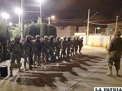 En Oruro, las FF.AA. y la Policía también salieron por las calles de la ciudad /LA PATRIA