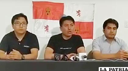 Marco Pumari (centro), informa la demanda de Potosí, por regalías del litio