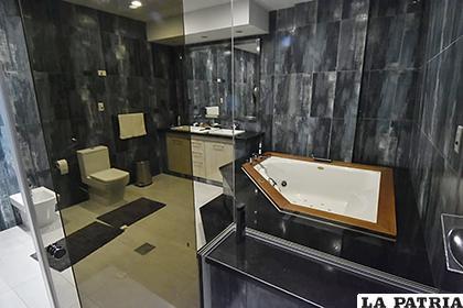 El baño lujoso fue una de las habitaciones más criticadas de la Casa Grande del Pueblo /APG