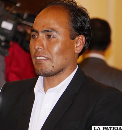 Milton Navarro Mamani, Ministro de Deportes