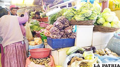 Poco a poco se regulariza la venta de alimentos en Oruro /LA PATRIA