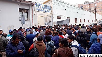 Gran cantidad de trabajadores se movilizaron en el Hospital General /LA PATRIA