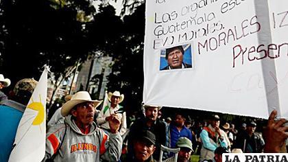 El Comité de Desarrollo Campesino (Codeca) organizó a cientos de personas para marchar por Ciudad de Guatemala/EFE