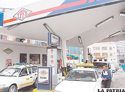 Debido a los conflictos en la ciudad de El Alto, se ha visto imposible distribuir el combustible/ LA RAZON