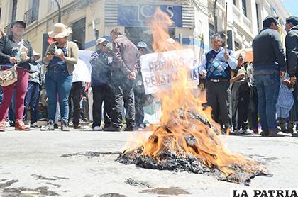 Familiares y padres de familia salieron en manifestaciones de protesta ante este caso /LA PATRIA