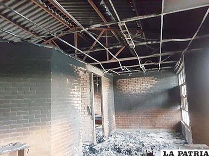 Los ambientes policiales fueron quemados /RR.SS.